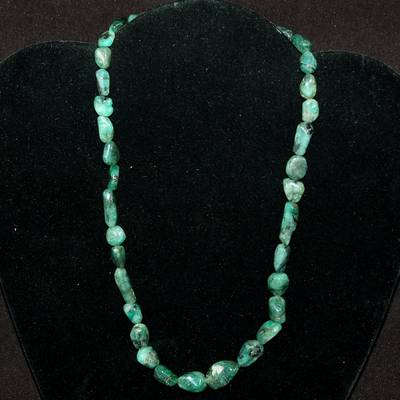 Crystal Necklaces - Emerald Tumbled Nugget Necklace