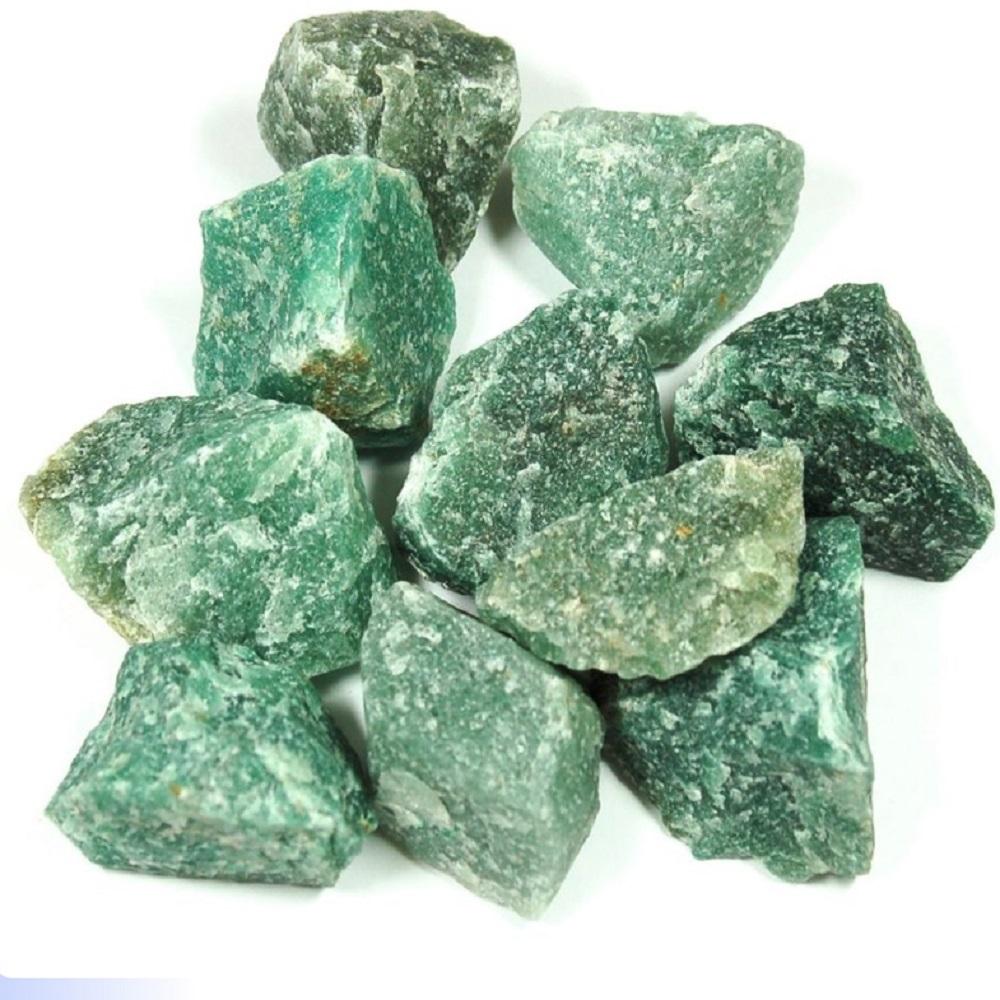 Фото необработанных камней светло зеленого цвета