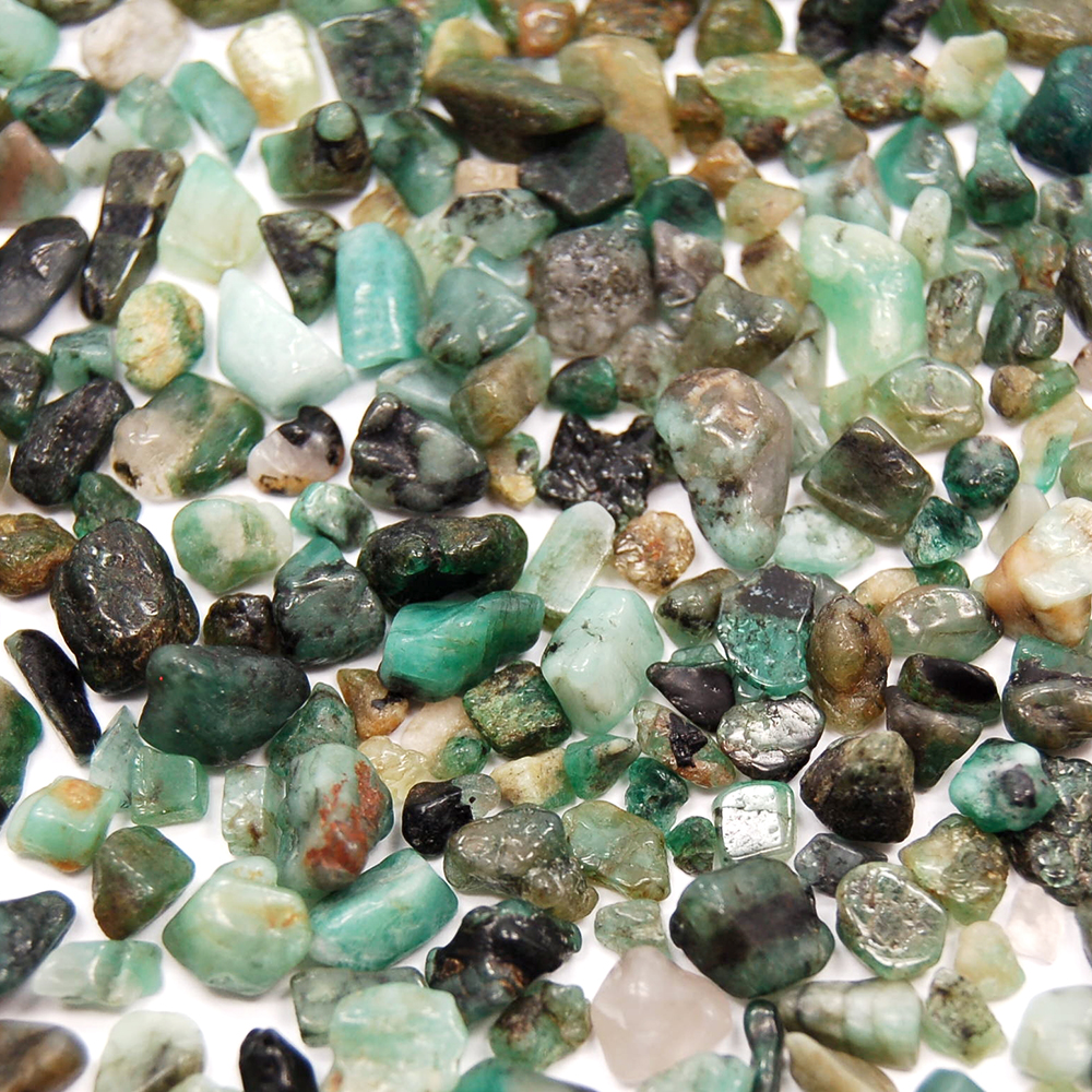 Tumbled Emerald Chips (Brazil)